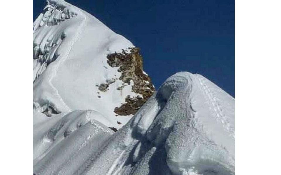 Bahrain prince and expedition team successfully climb Mt Lobuche