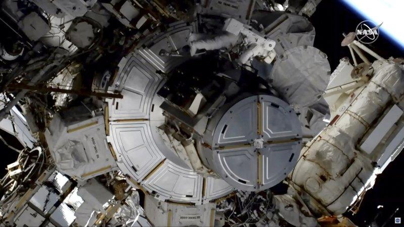 Helmet trouble strikes 2nd all-female spacewalk