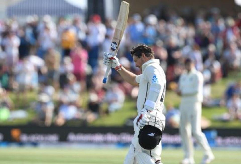 Watling century guides New Zealand to lead against England