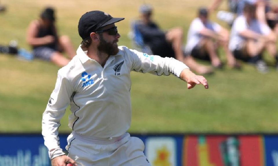 New Zealand pacemen strike twice to leave Australia 67-2