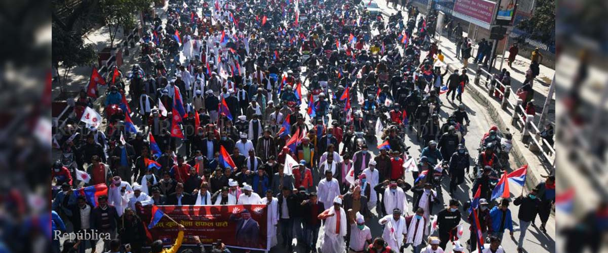 PM Oli loyalists hold rally in support of House dissolution(with photos)
