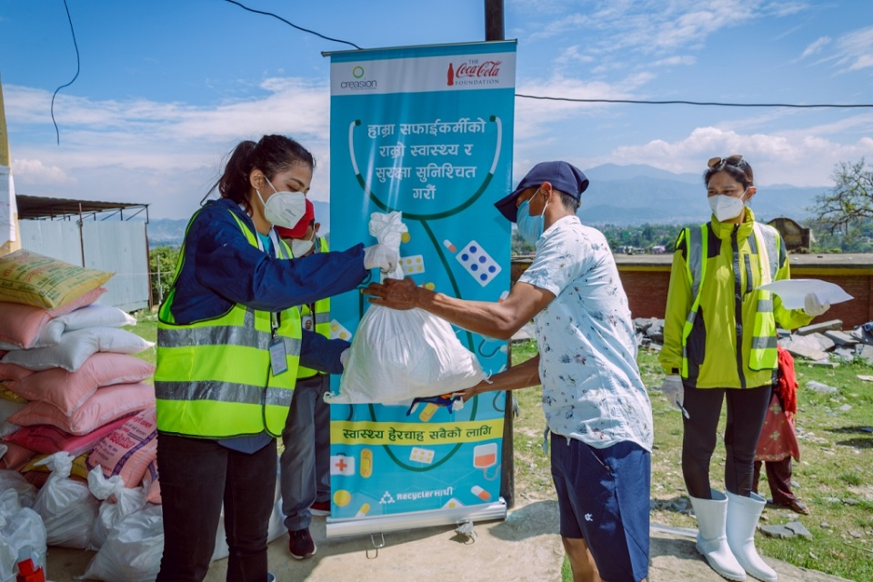 CREASION and Coca-Cola to provide relief to 3,200 waste workers