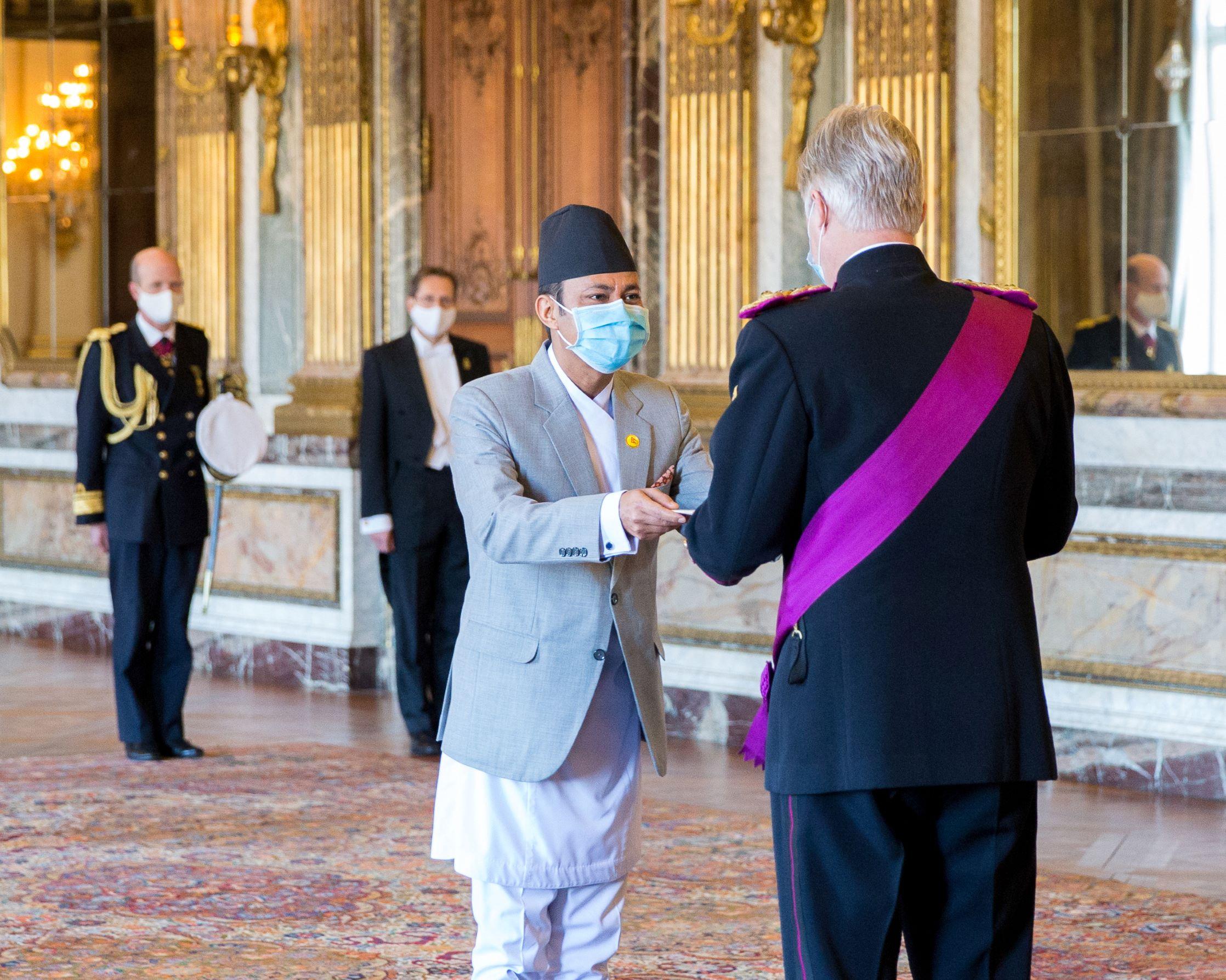 Ambassador Rajbhandari presents his credential to Belgian King