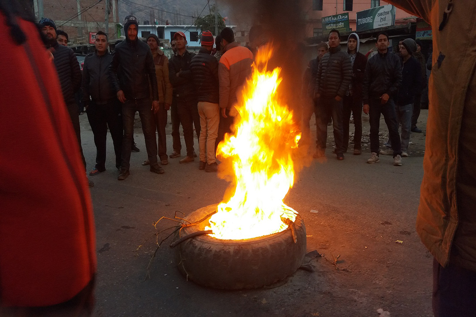 Protests continue in districts over provincial capitals