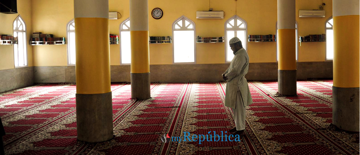 Mosques largely empty as COVID-19 compels devotees to perform Ramadan prayers at home
