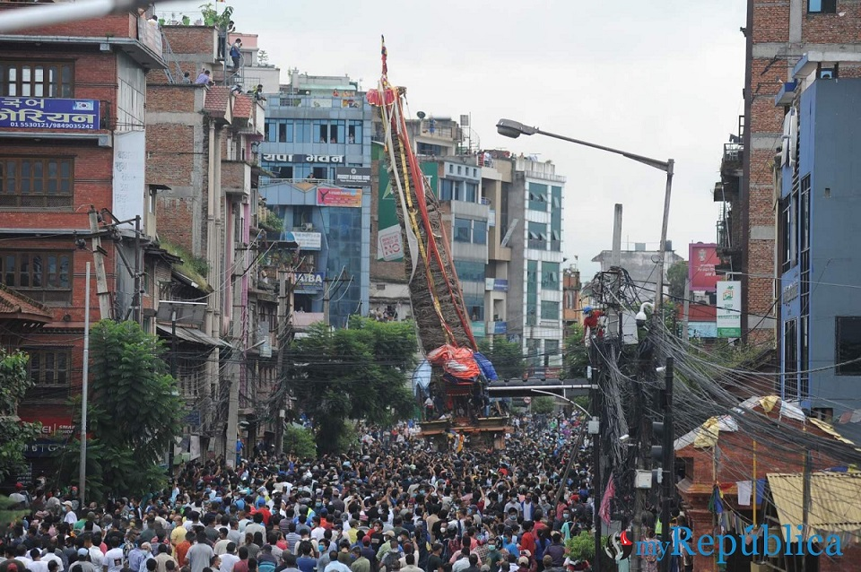 IN PICS: Large crowd gathers in Pulchowk to pull Rato Machhindranath chariot despite prohibitory orders