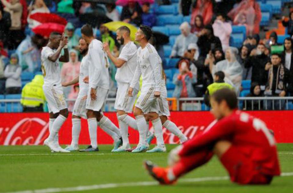 Real Madrid scrape 3-2 win over Levante