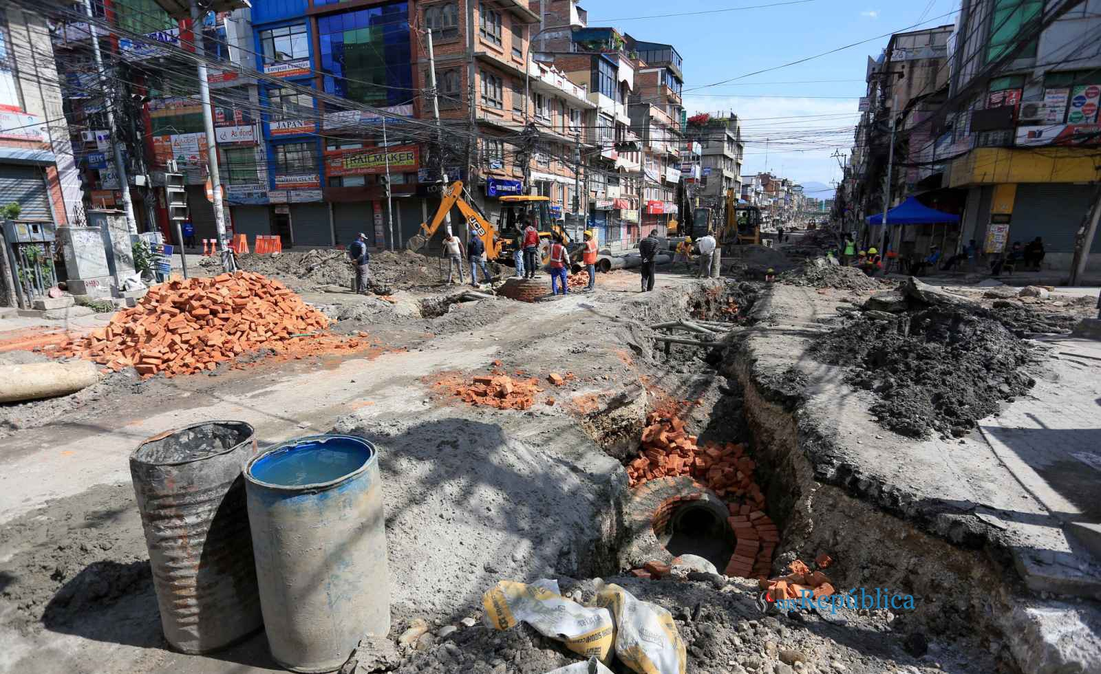 Travellers suffer as contractors continue to delay maintenance of Putalisadak and Chabahil-Jorpati-Sankhu roads