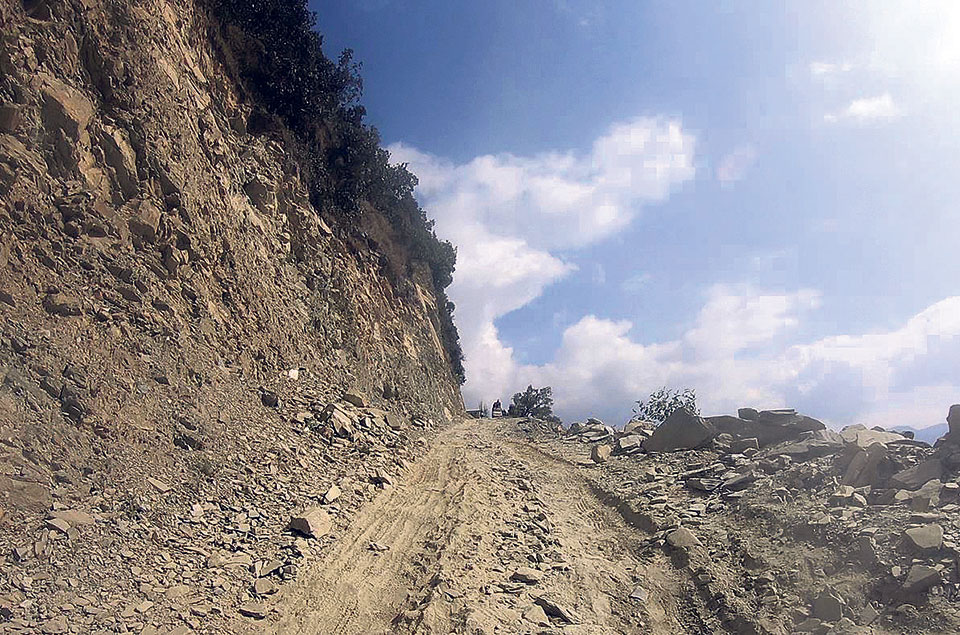 Contractor dismissed, fined for delaying road project