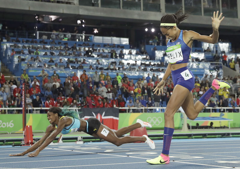 Not about the hands: Head-first dive that won 400 worked because torso crossed line 1st