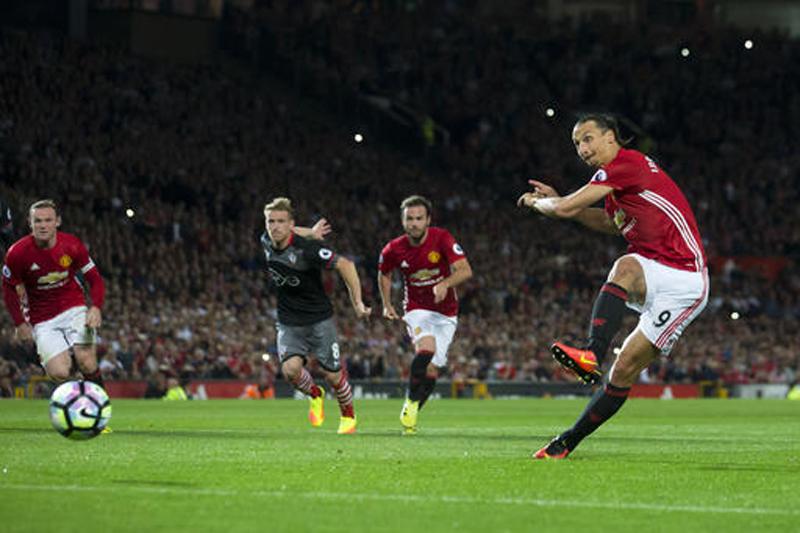 Zlatan stars as United beats Southampton 2-0