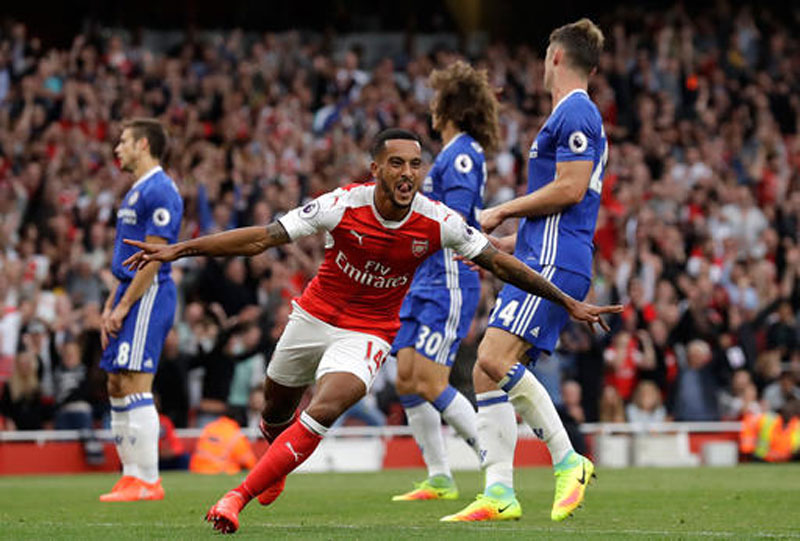 Wenger celebrates 20 years at Arsenal by beating Chelsea 3-0
