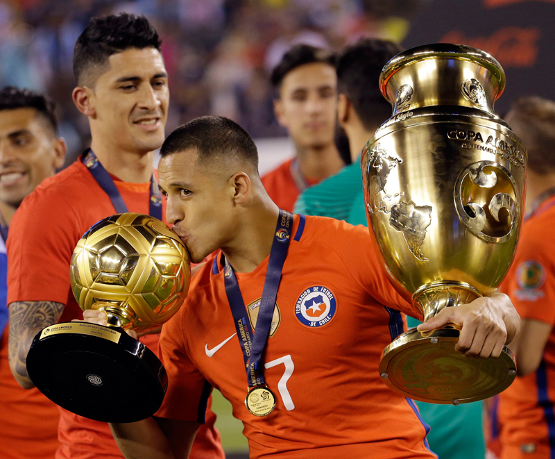 Chile's Alexis Sanchez wins Golden Ball for Copa America