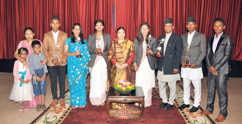President meets winners of Sports Award, AIPS officials