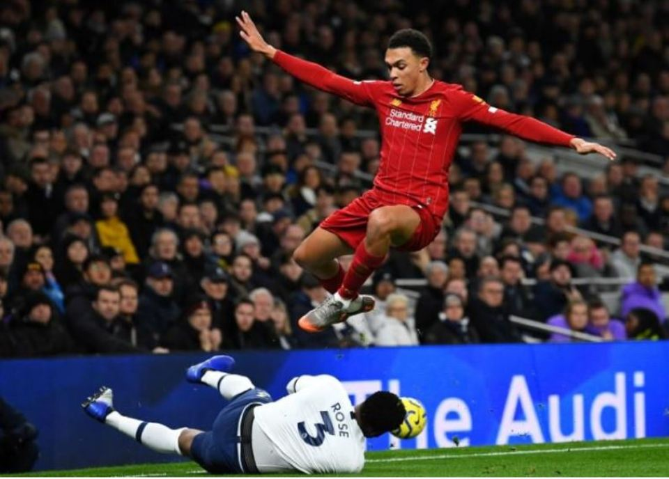 Liverpool set record to go 16 points clear, Leicester lose