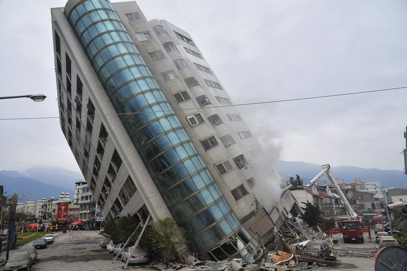6 dead, 88 missing as quake hits Taiwan