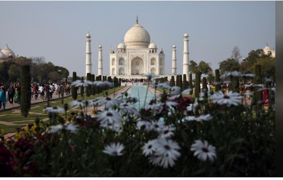 Coronavirus closes India's Taj Mahal, Mumbai to keep half its office workers home