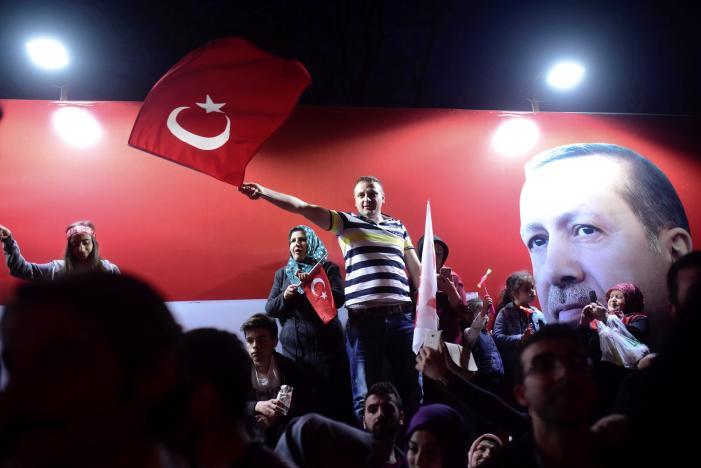 Turkey's Erdogan declares referendum victory, opponents plan challenge