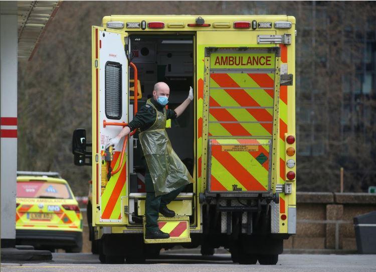 UK coronavirus deaths rise by 563 to 2,352
