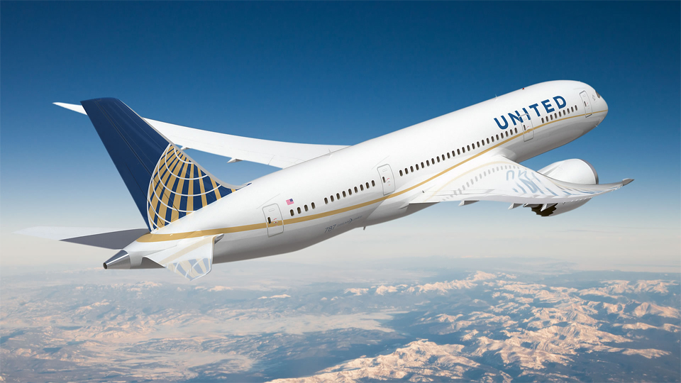 United Airlines apologizes after puppy onboard dies