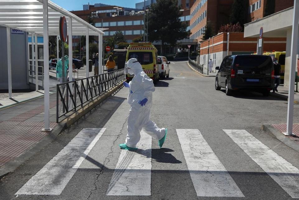 Nearly 12,300 Spanish health workers have coronavirus