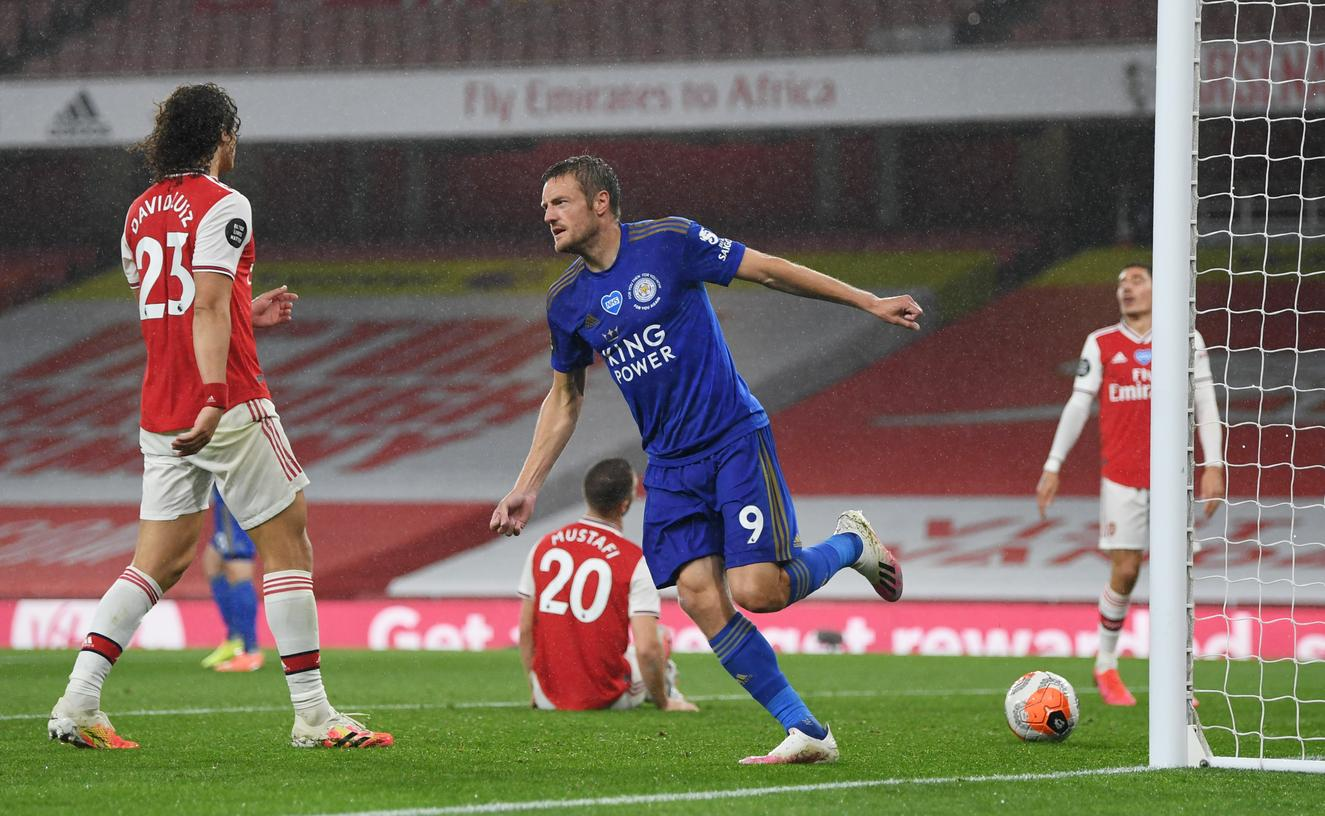 Vardy's late strike earns Leicester point at Arsenal