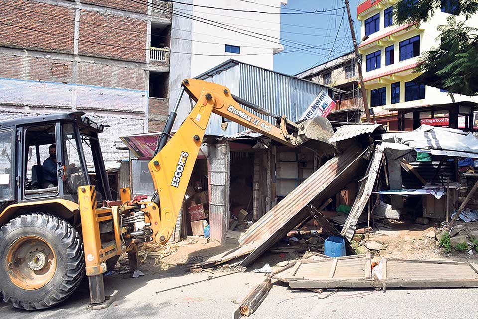 Demolition of illegal structures along BP Highway begins