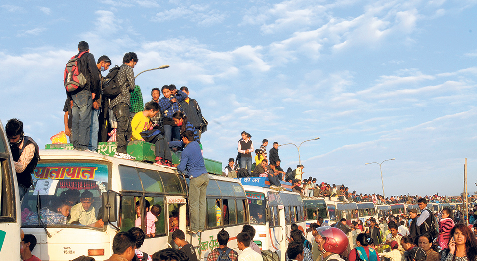 450 thousand people leave Kathmandu in two days