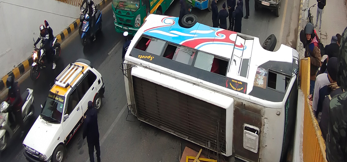 Three injured as bus overturns at Bhadrakali in capital