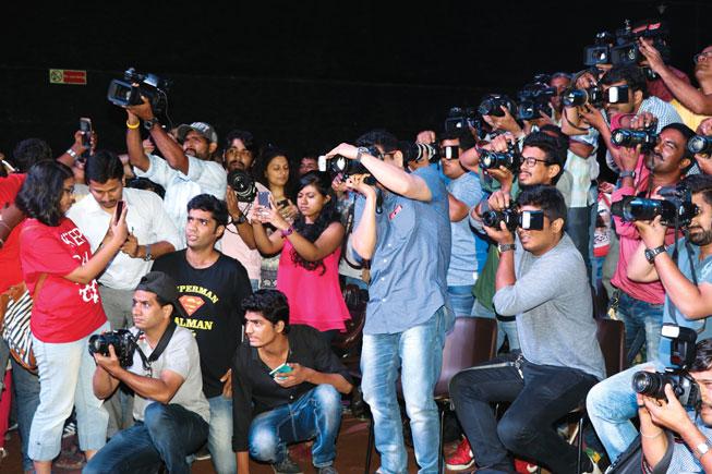 Coronavirus impacts Bollywood paparazzi's day at work