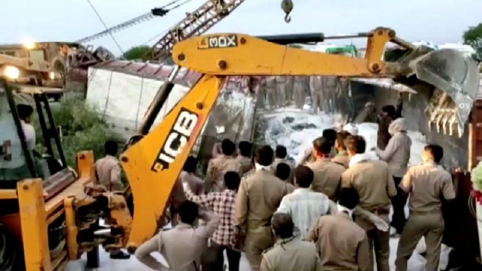 Caught in India's lockdown, 23 migrants die in truck crash going home