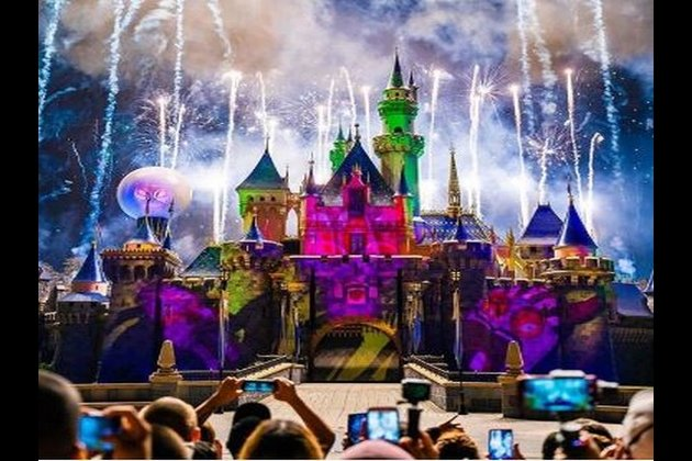 Disneyland closes doors for visitors amid COVID-19 pandemic