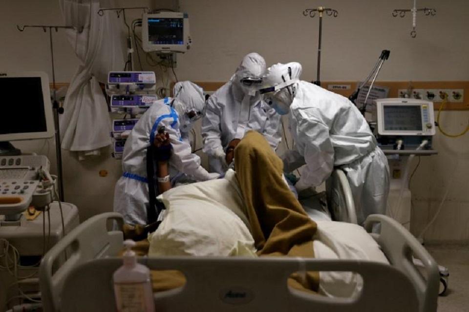 India's coronavirus cases cross 200,000, peak still weeks away