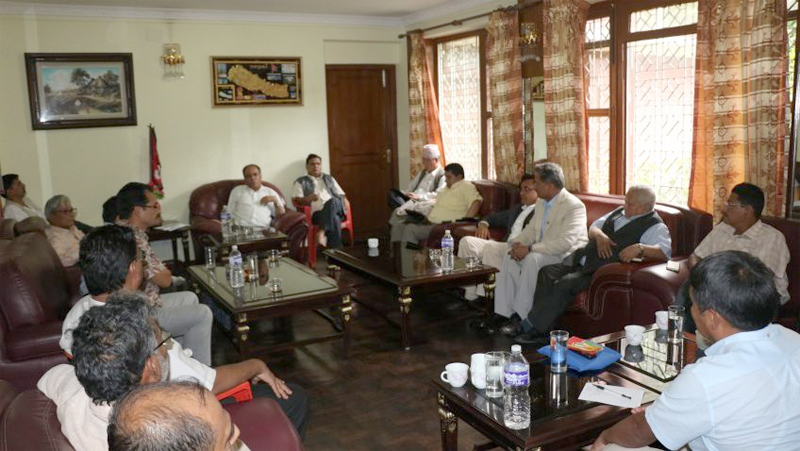 Dahal reaches Baluwatar for decisive talks with PM Oli