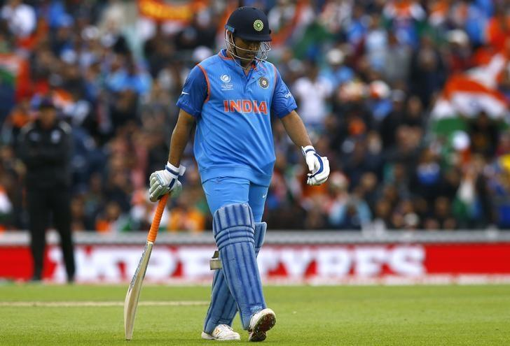 Dhoni no automatic choice, says India chief selector