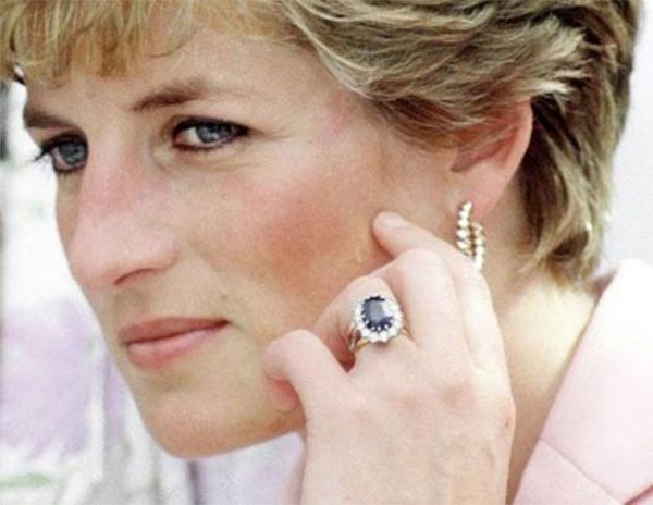 how princess diana replaced her engagement ring from prince charles with this 75 000 gem