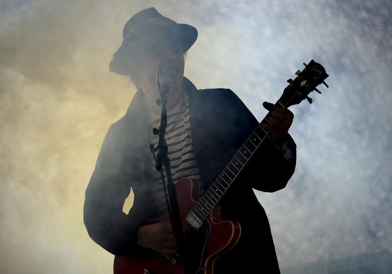 Paris police detain rocker Pete Doherty for buying drugs