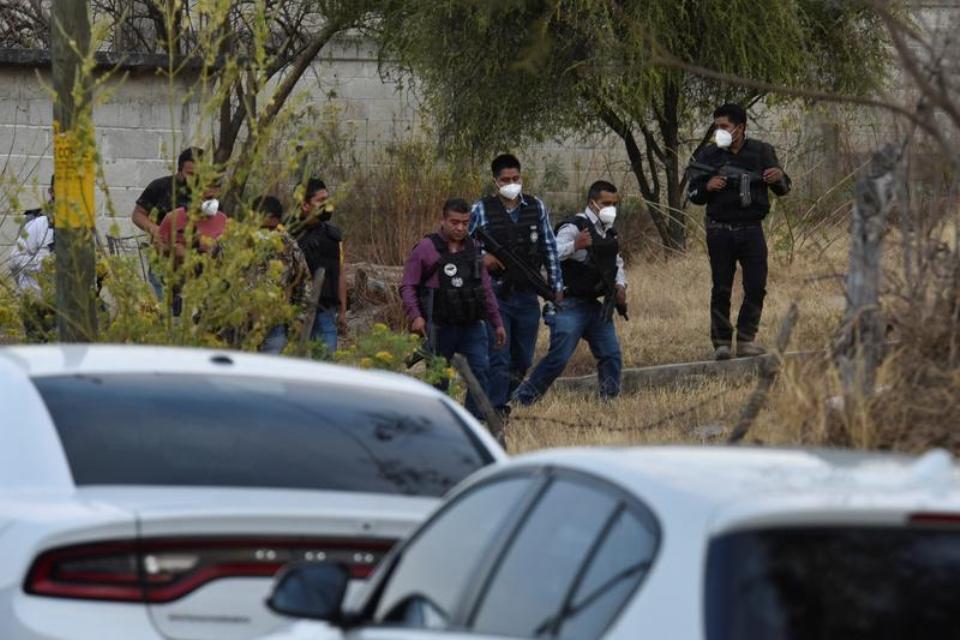 Gunmen kill 13 police in daytime ambush in central Mexico