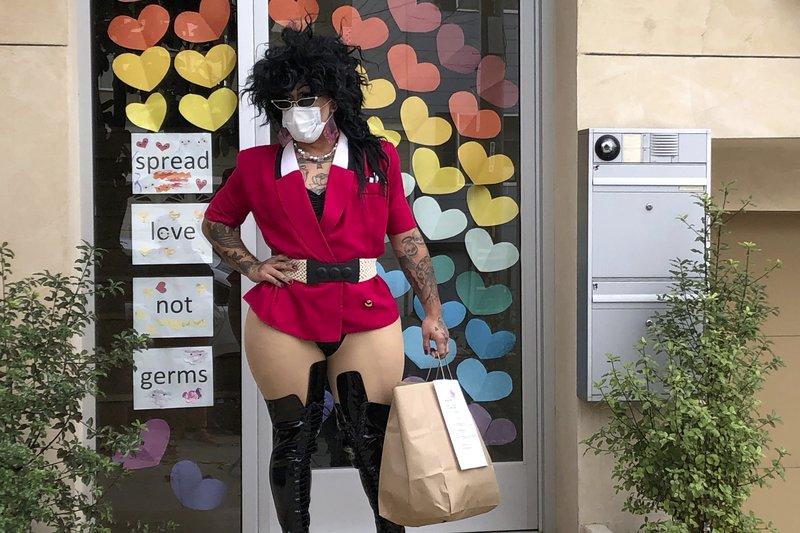 Meals on heels: San Francisco drag queens deliver amid virus