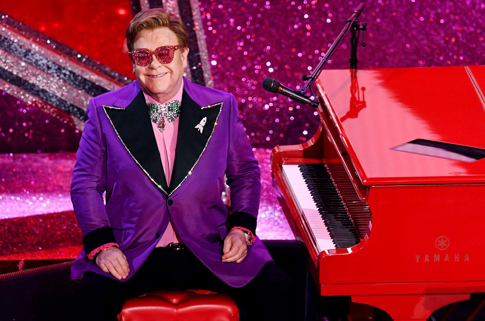 Elton John cuts concert short due to walking pneumonia