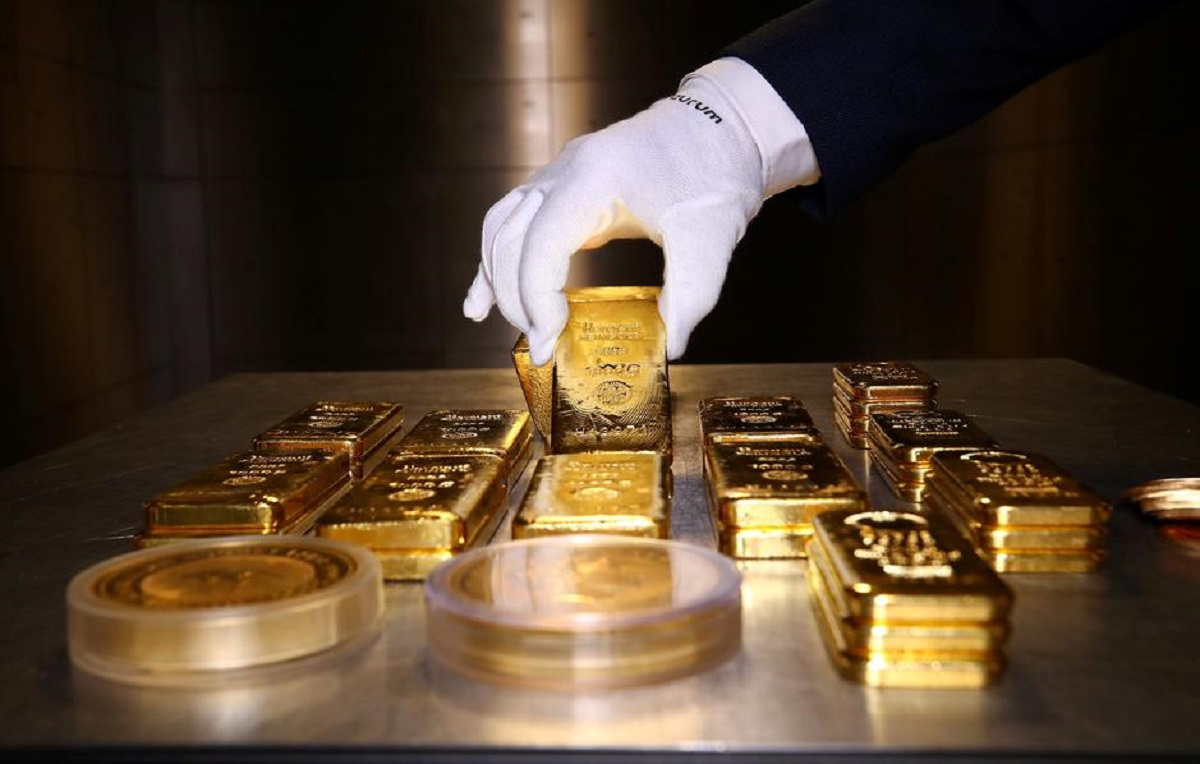 Gold price decreases by Rs 6,000 per tola in a single day