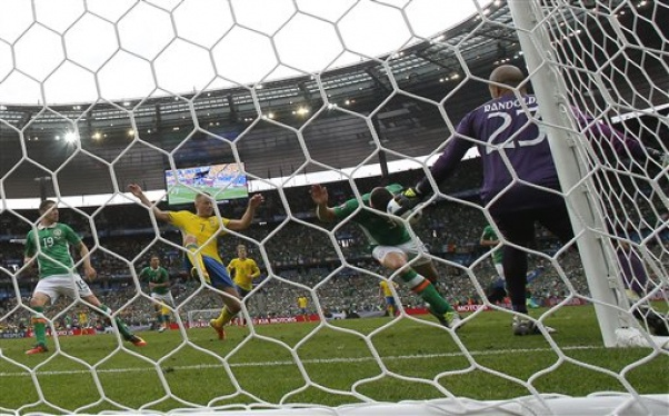 Ibrahimovic helps Sweden rescue 1-1 draw with Ireland