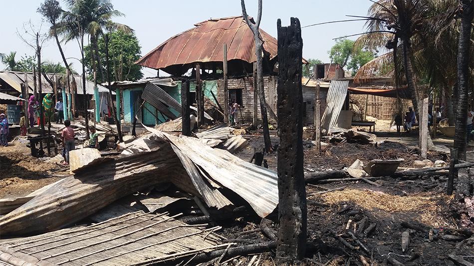 Inferno guts 14 houses in Sunsari