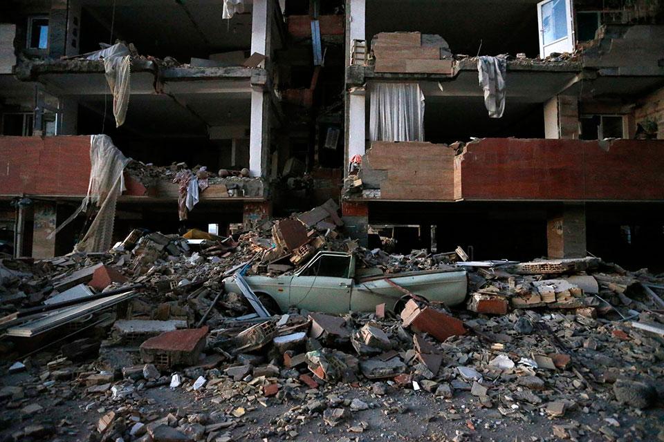 Iran-Iraq border quake death toll climbs to 207