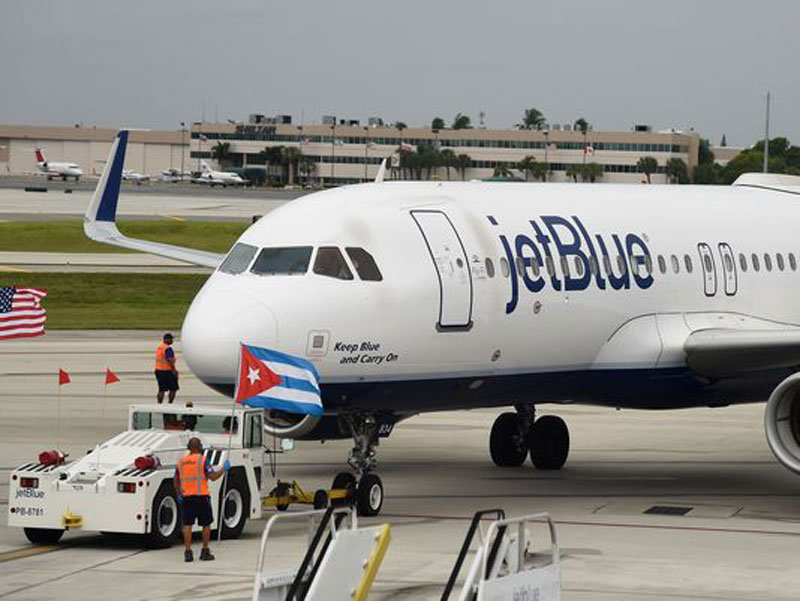 First US commercial flight in 5 decades lands in Cuba