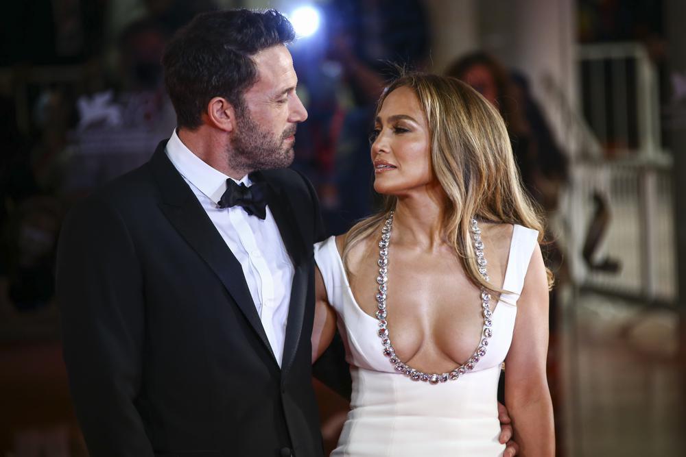 Ben Affleck, Jennifer Lopez make romance official in Venice