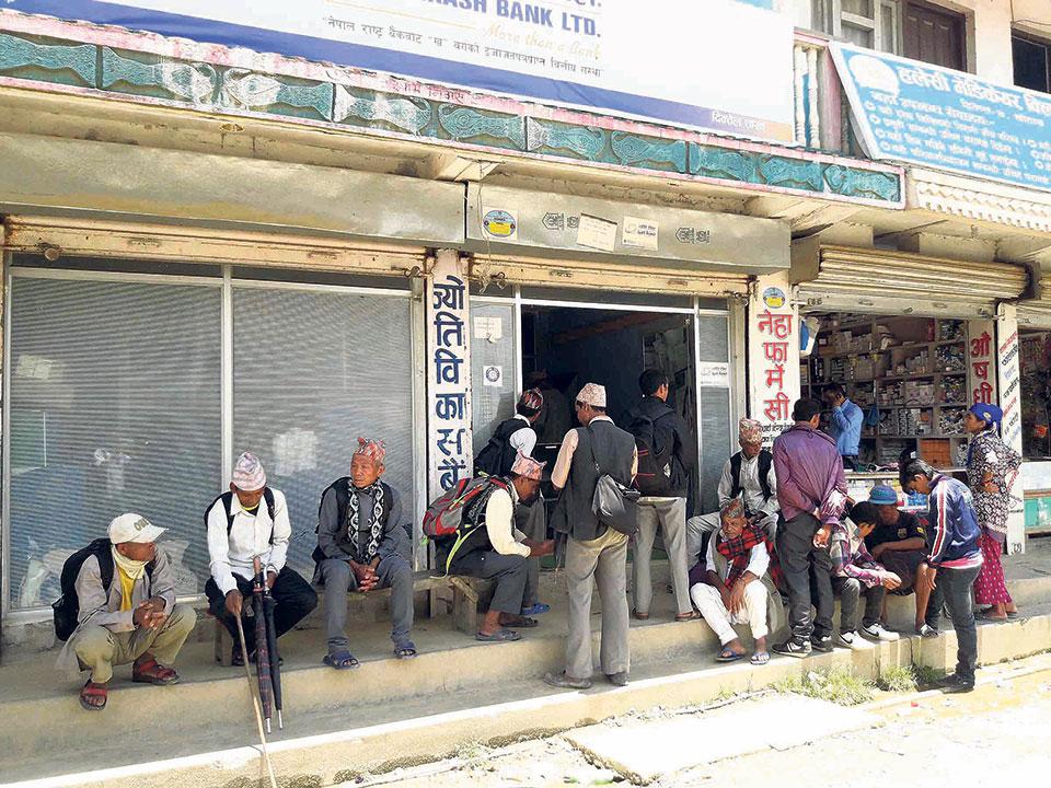 Khotang quake victims receive 2nd tranche of housing grant