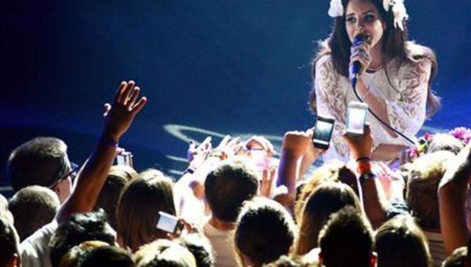 After Lana Del Rey, 15 artists boycott Israel's meteor festival