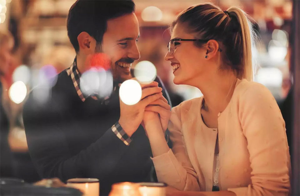 Women who make the first move are more lucky in love: Study
