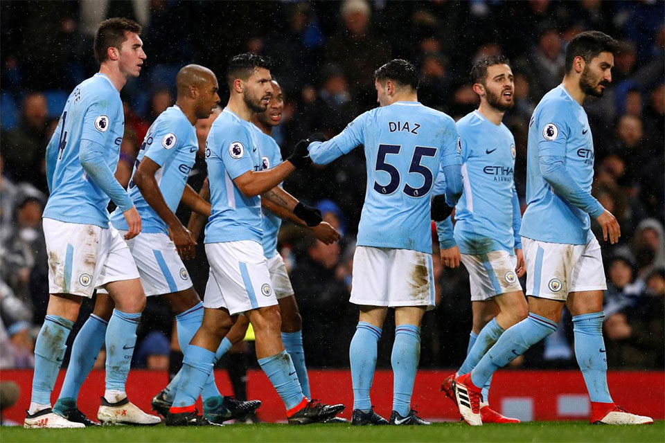 Manchester City win to go 15 points clear as Manchester United suffer